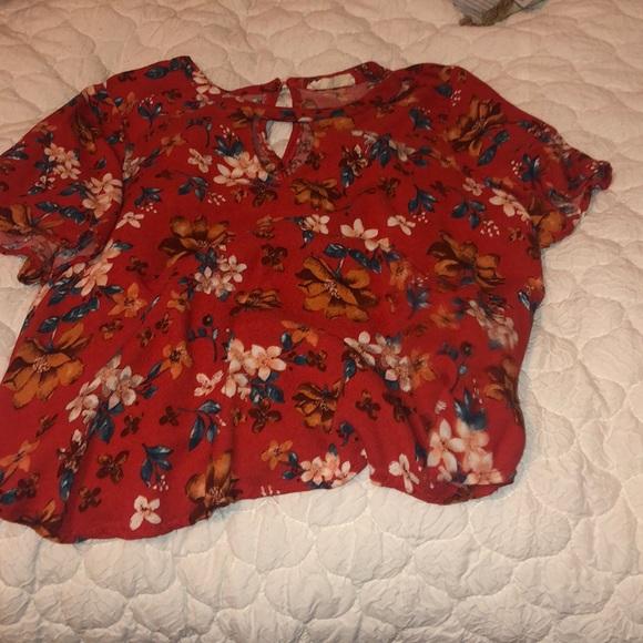 Tops - short sleeve flowery crop top